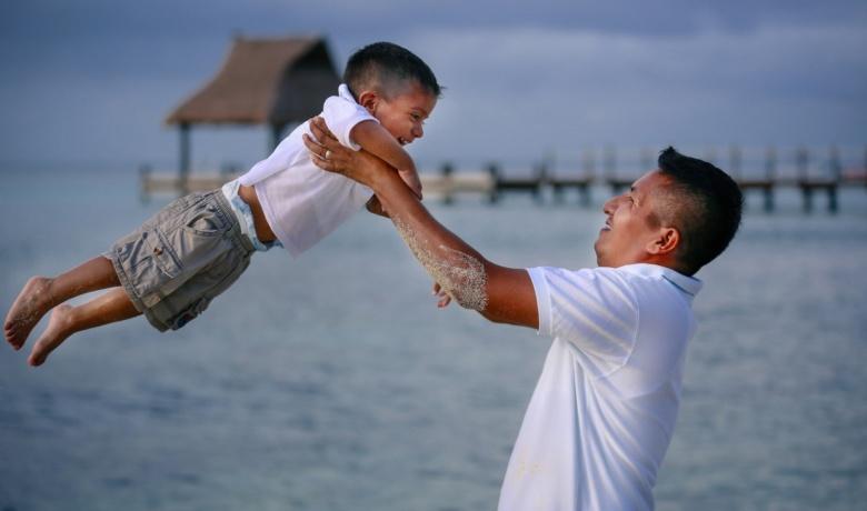 Заставка к записи - Шесть вещей, которые ребенок может получить только от отца